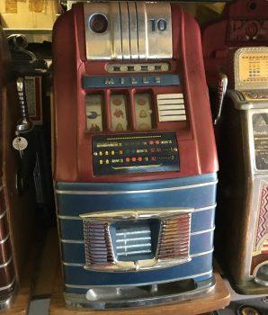 Mills Hightop 10c Slot Machine